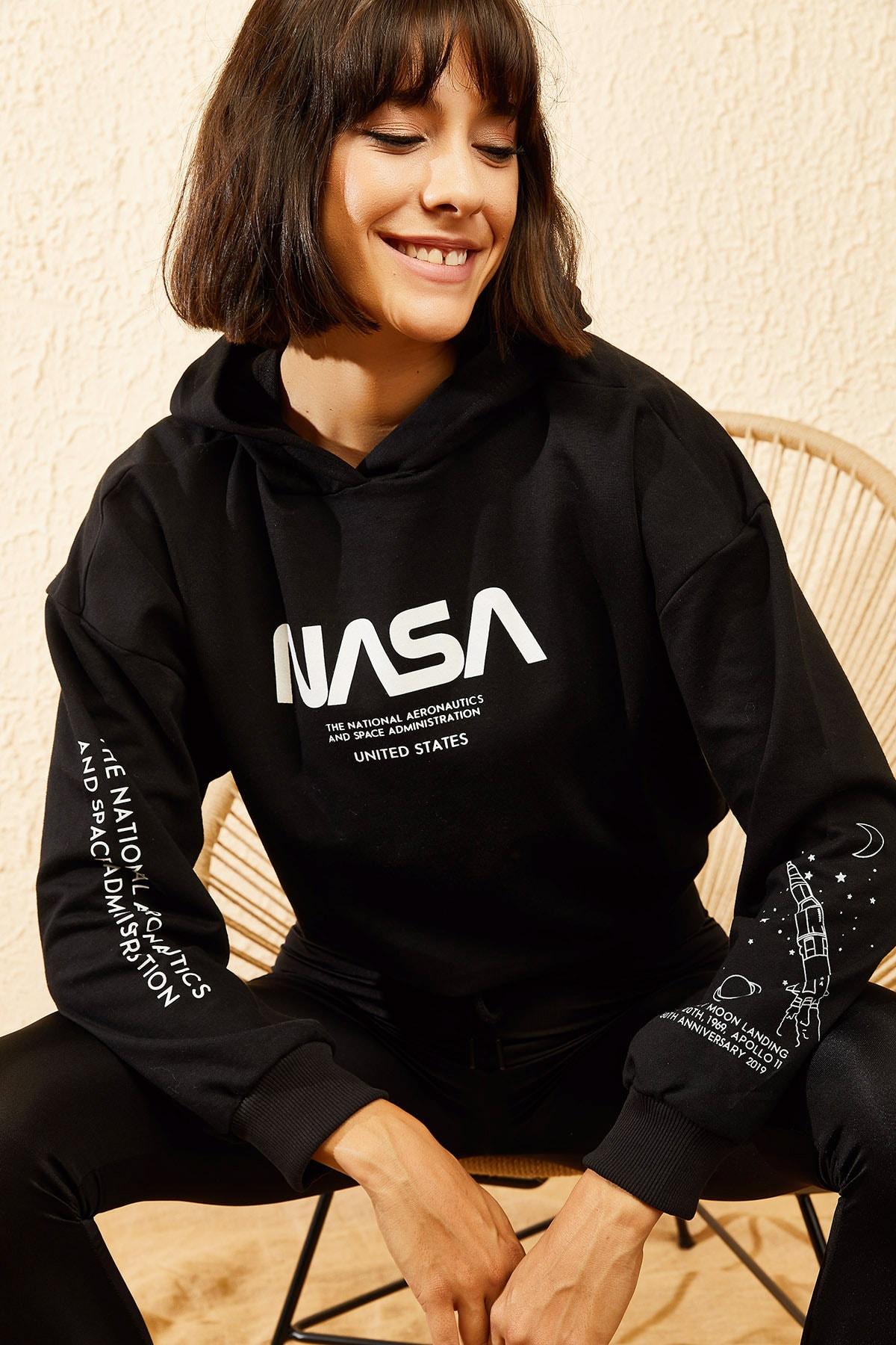 Bianco Lucci Kadın Siyah Kapüşonlu Nasa Baskılı Sweatshirt 10121033