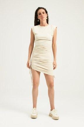 Quzu Kadın Bej Vatkalı Büzgü Detaylı Midi Elbise