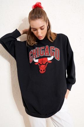 Eka Kadın Siyah Kapişonlu Chicago Baskılı Uzun Sweatshirt