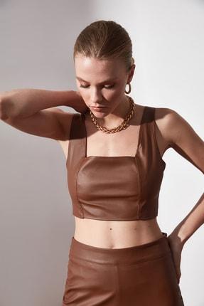 TrendyolMilla Kahverengi Deri Görünümlü Bluz TWOAW21BZ0384