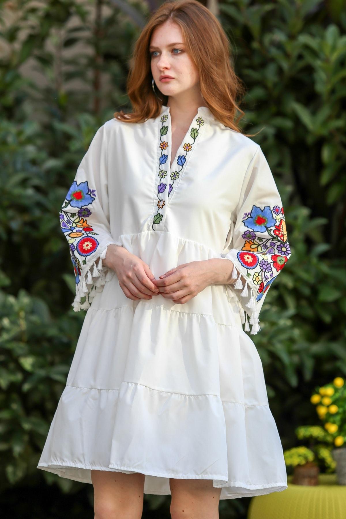 Chiccy Kadın Beyaz Bohem Yaka ve Kolları Çiçek Nakışlı Saçaklı Elbise M10160000EL96242