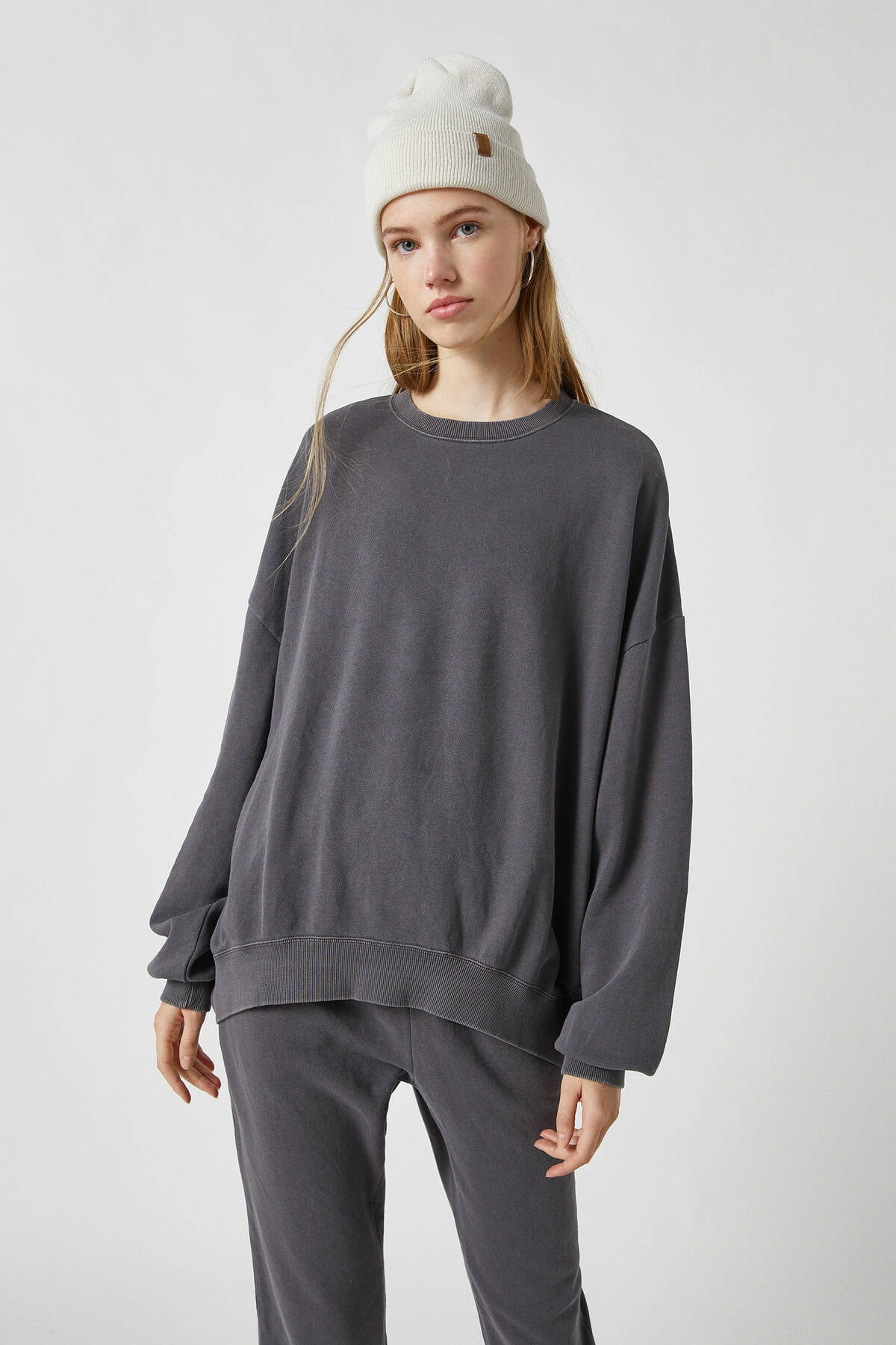 Pull & Bear Kadın Antrasit Gri Soluk Efektli Oversize Sweatshirt 09594390