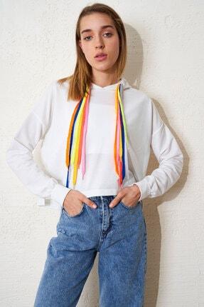Eka Kadın Ekru Kapüşonlu Renkli Bağcıklı Uzun Kol Kısa Sweatshirt