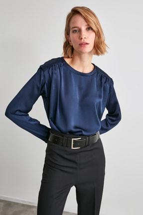 TrendyolMilla Lacivert Saten Büzgülü Bluz TWOAW21BZ1309
