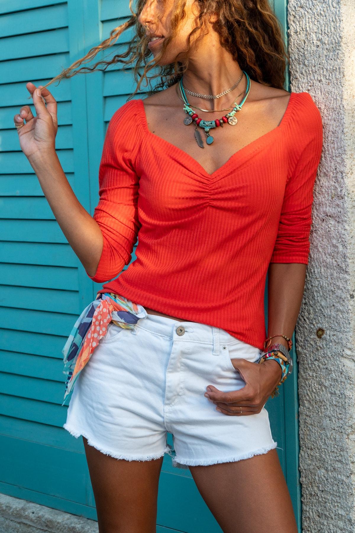 Güneşkızı Kadın Mercan Öpücük Yaka Omzu Lastikli Bluz GK-BST2915