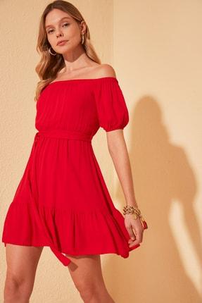 TrendyolMilla Kırmızı Kuşaklı Karmen Yaka Elbise TWOSS20EL2135