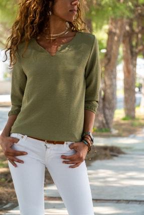 Güneşkızı Kadın Haki Yakası Yırtmaçlı Çizgili Krep Bluz GK-BST2841