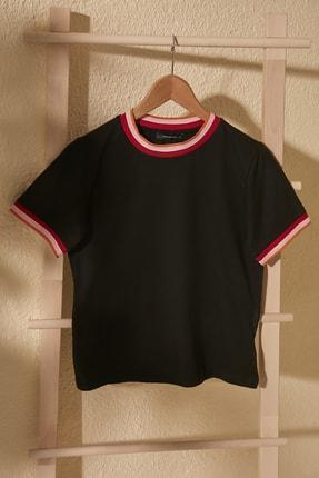 TrendyolMilla Siyah Ribana Detaylı Crop Örme T-Shirt TWOSS20TS1427
