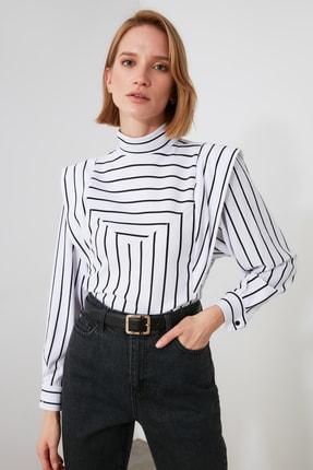 TrendyolMilla Beyaz Çizgili Dik Yaka Örme Bluz TWOAW21BZ1530