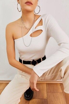 Boutiquen Kadın Beyaz Tek Omzu Açık Damlalı Bluz 11347