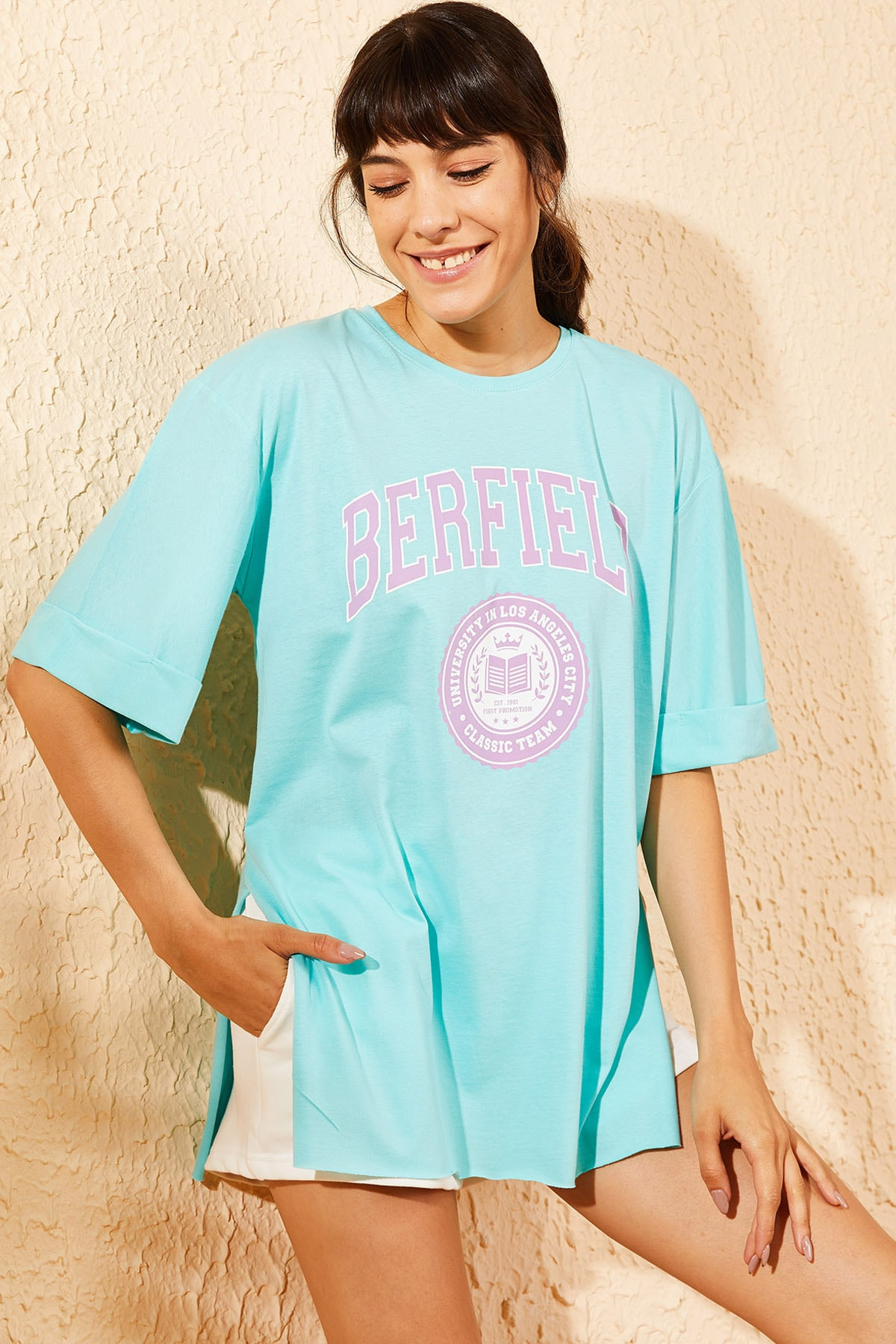 Bianco Lucci Kadın Turkuaz Berfield Baskılı Yan Yırtmaçlı Oversize T-Shirt 10071037