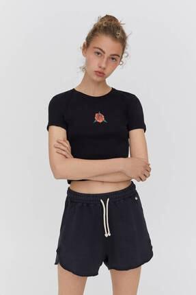 Pull & Bear Kadın Siyah Grafik Baskılı Crop T-shirt