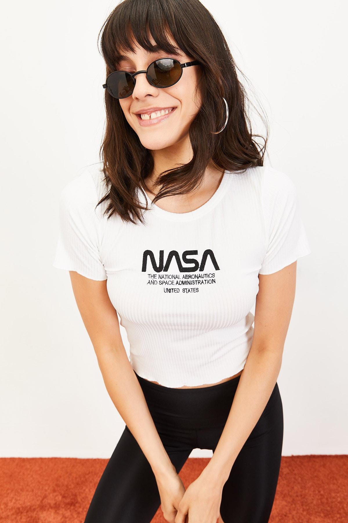 Bianco Lucci Kadın Nasa Baskılı Beyaz Kaşkorse T-Shirt Beyaz 10061019