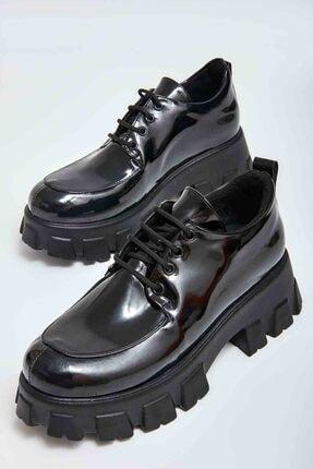 Bambi Siyah Rugan Kadın Klasik Ayakkabı M0509402098
