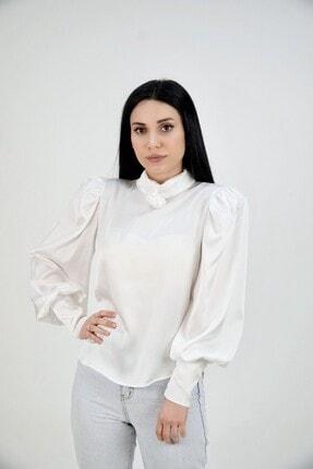 Lila Rose Kadın Beyaz Dik Yaka Broşlu Saten Bluz