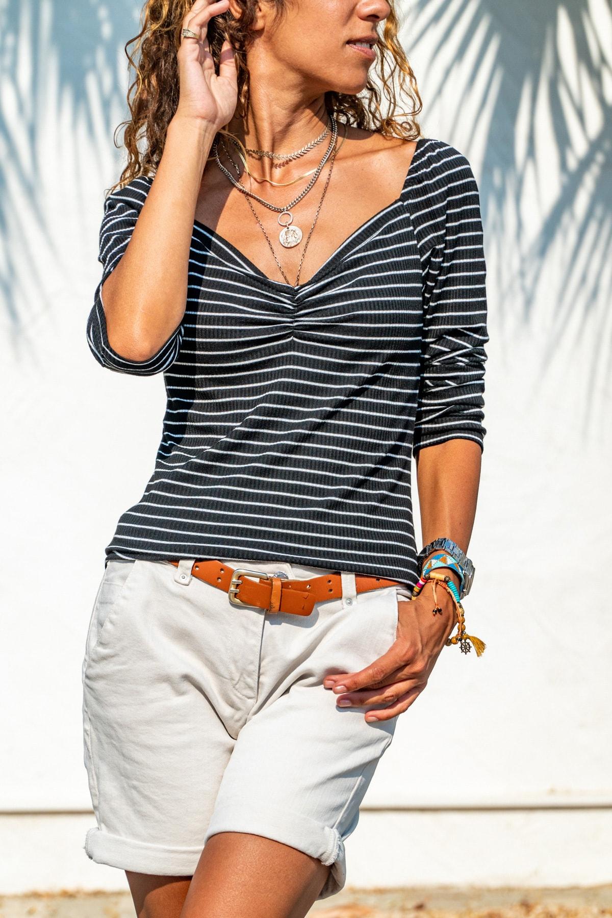 Güneşkızı Kadın Siyah-Beyaz Öpücük Yaka Omzu Lastikli Bluz GK-BST2915