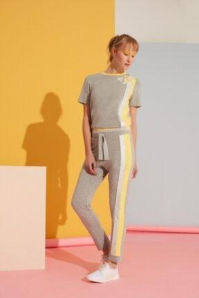 Gizia Sarı Şerit Detaylı Gri Spor Pantolon