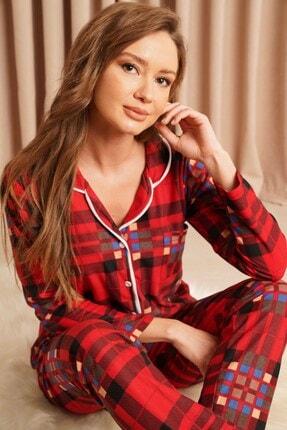 Hadise Kadın Kırmızı Düğmeli Pijama Takımı