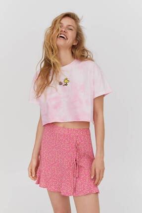 Pull & Bear Kadın Pembe Batik Desenli Snoopy Görselli Organik Pamuklu T-shirt