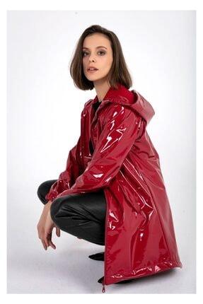 Tiffany Kadın Kırmızı Kapşonlu Rugan Yağmurluk A0270