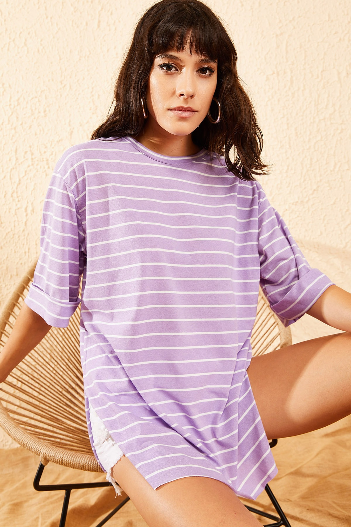 Bianco Lucci Kadın Lila Beyaz Çizgili Kol Katlamalı Yan Yırtmaçlı T-Shirt 10081013