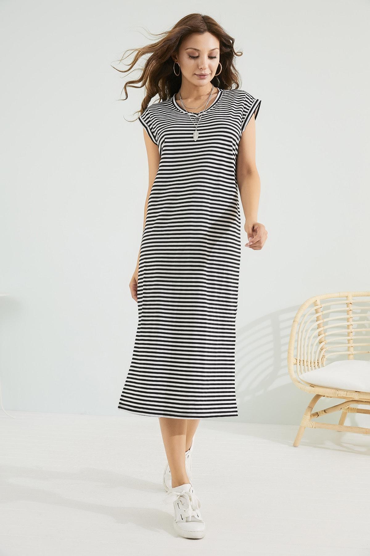 Sateen Kadın Siyah-Beyaz Rahat Kesim Yırtmaçlı Elbise Stn603Kel123