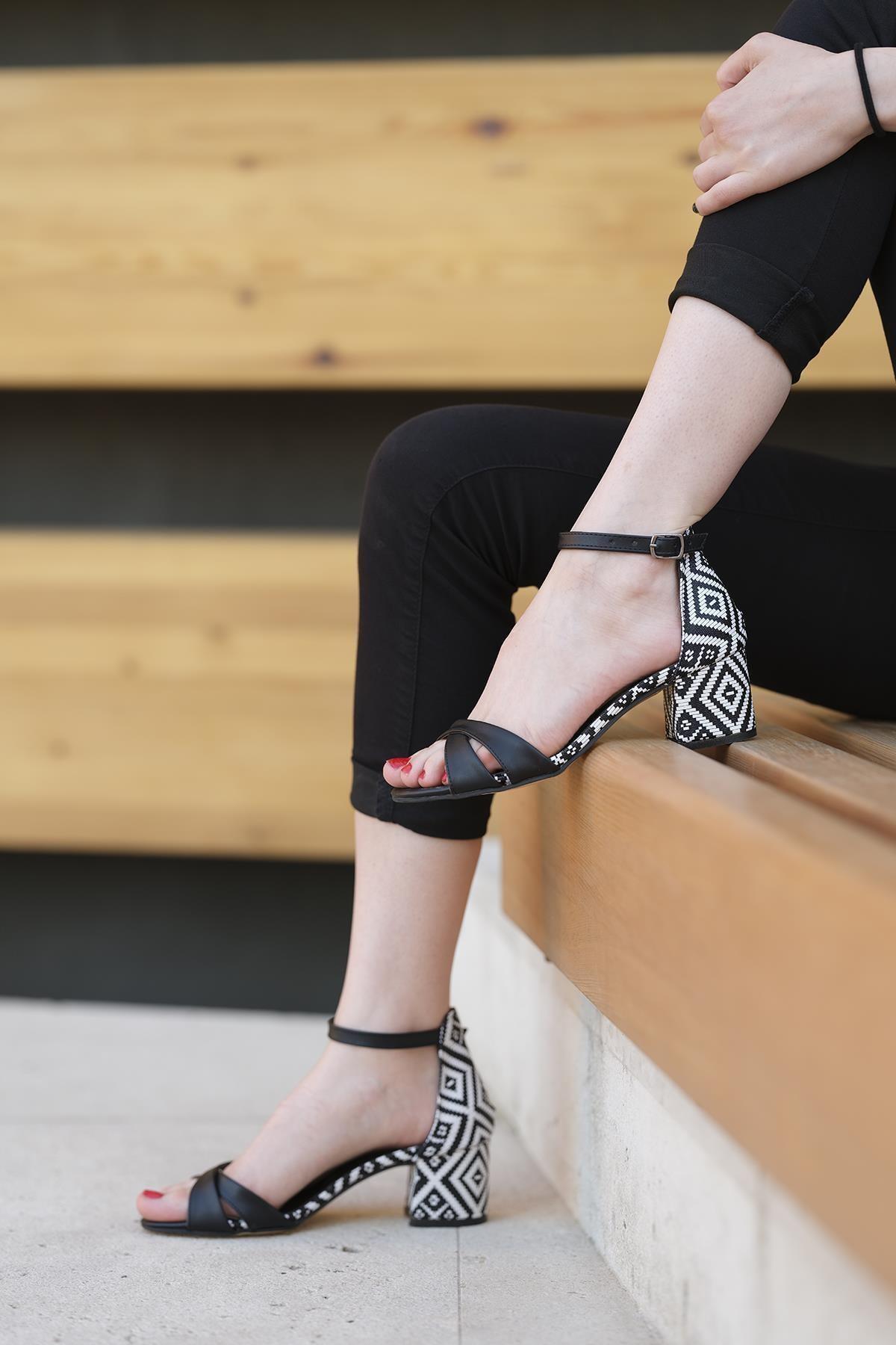 Oksit Giyim Florin Rola Desenli Topuklu Ayakkabı