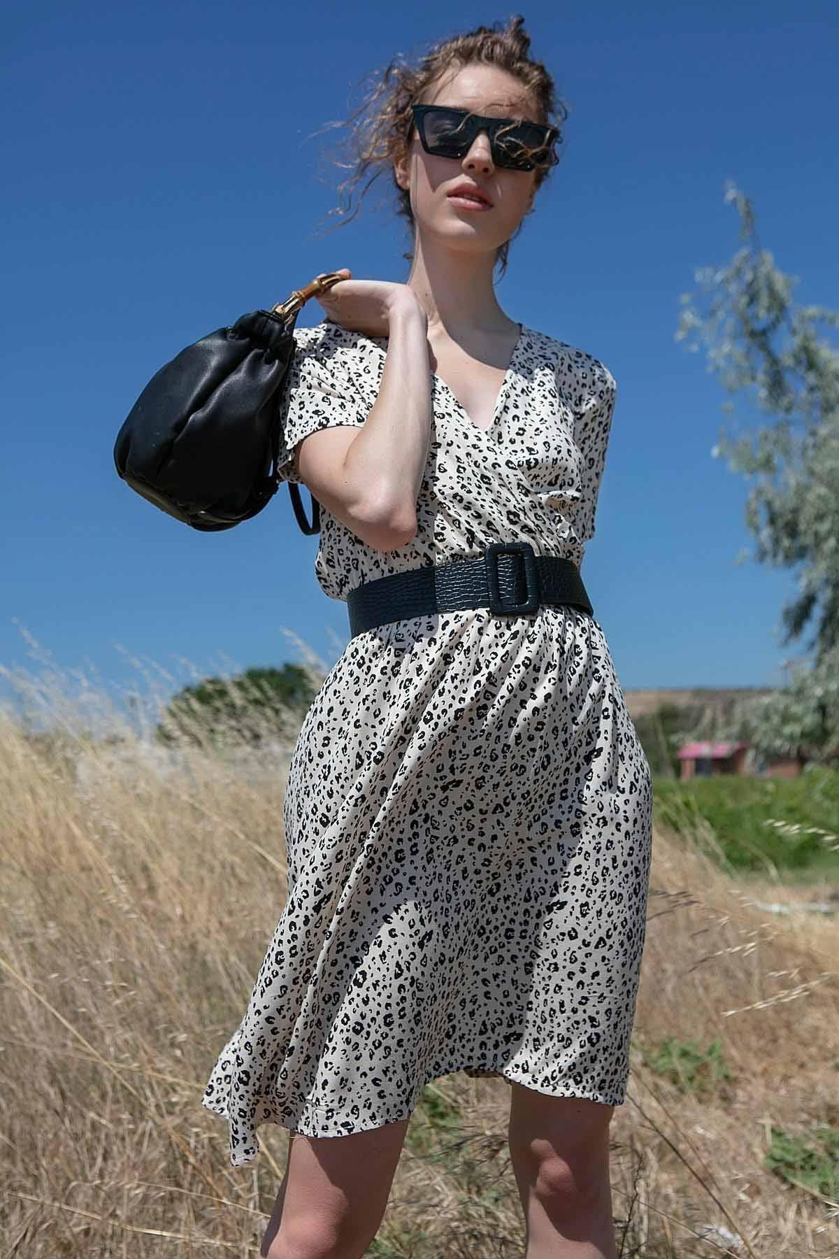 Y-London Kadın Beyaz Leopar Desenli Kruvaze Yaka Yazlık Elbise Y20S168-2223