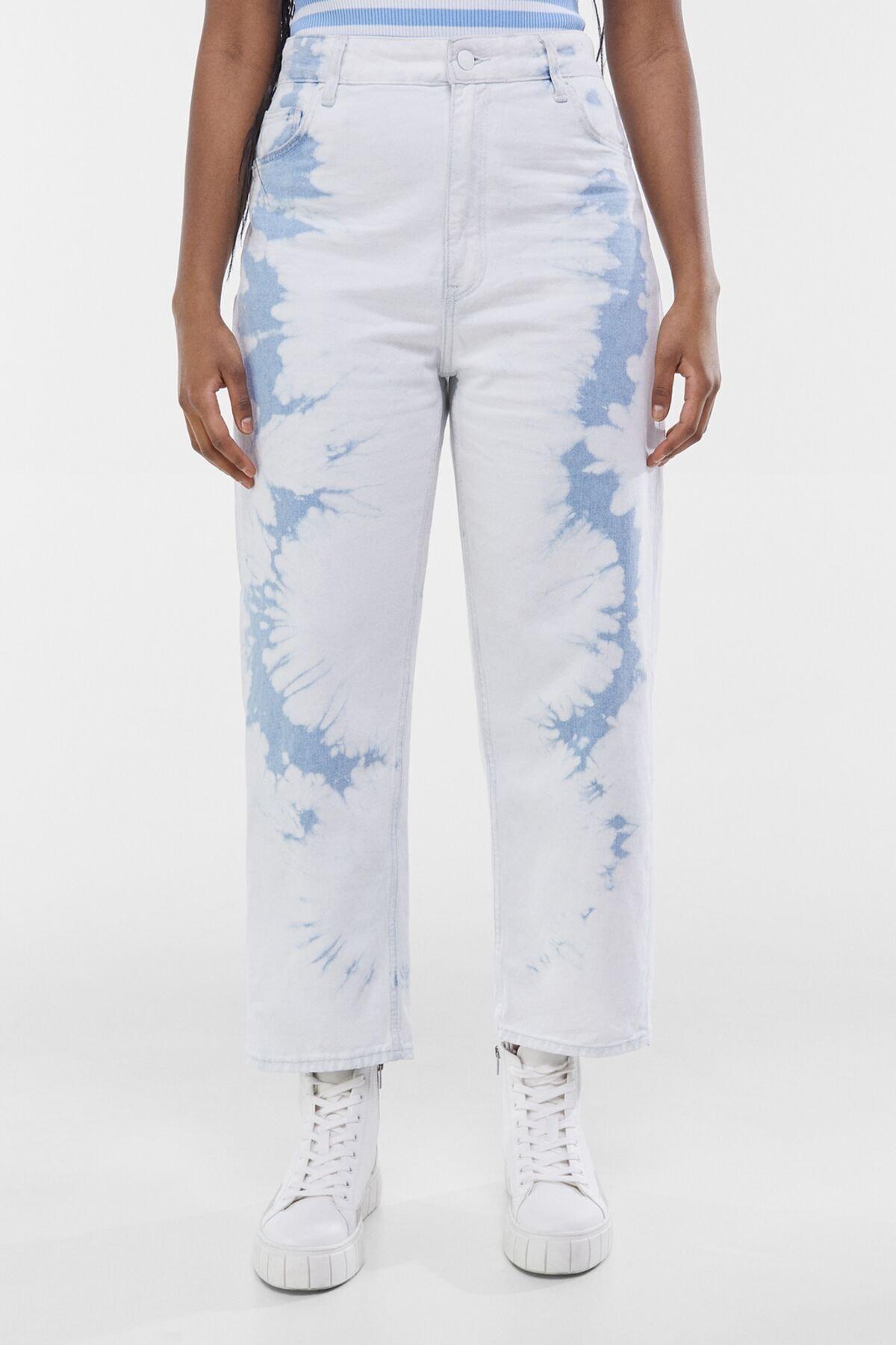 Bershka Kadın Açık Mavi Straight Fit Crop Batik Desenli Pantolon 00232220