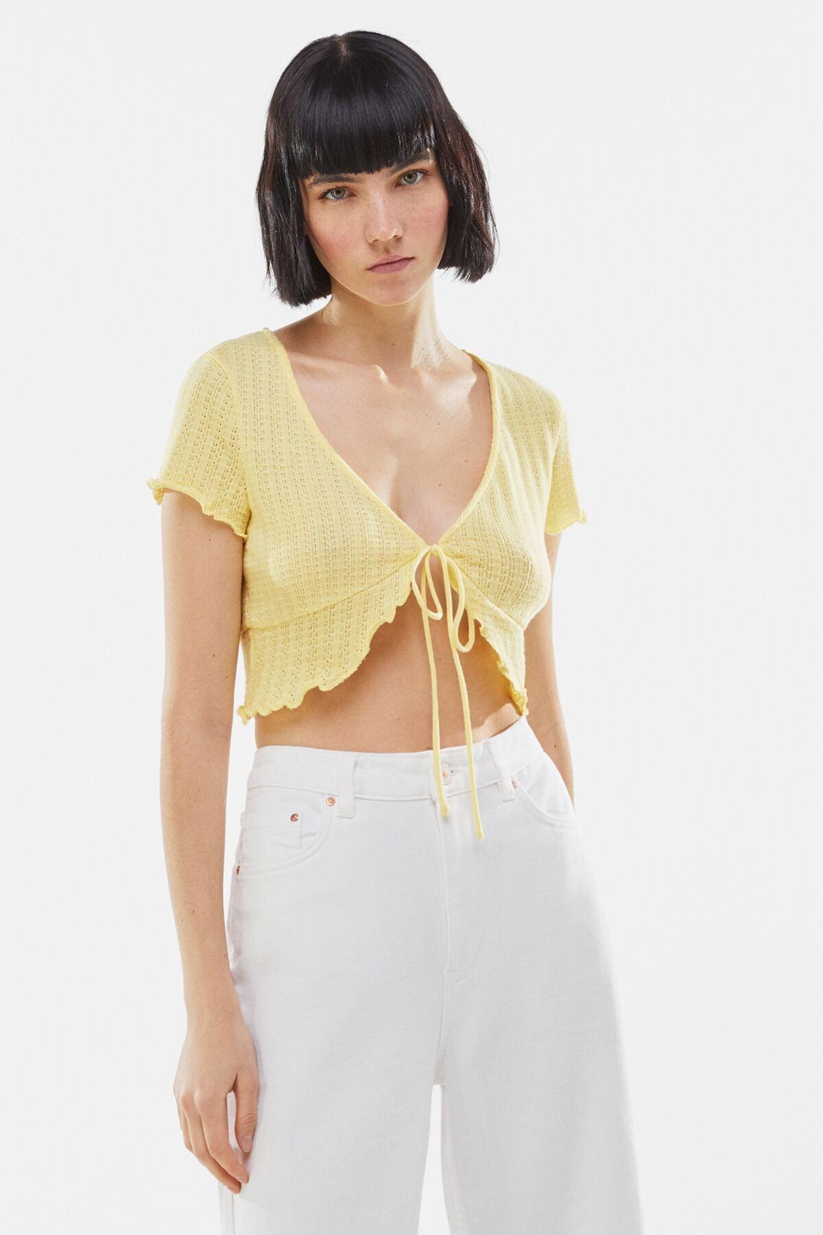 Bershka Kadın Sarı V Yaka T-Shirt