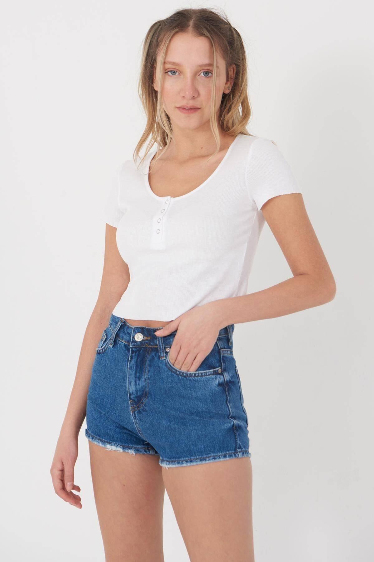 Addax Kadın Beyaz Çıtçıt Detaylı T-Shirt P0867 - Dk9 Adx-0000021736