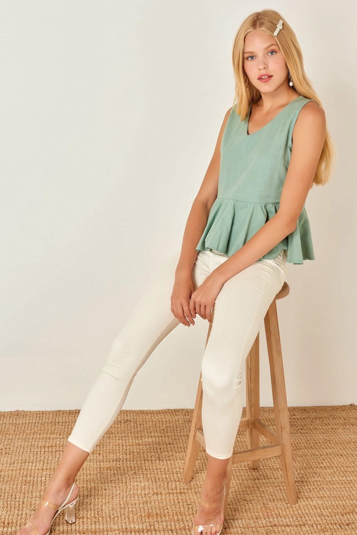 Boutiquen Kadın Su Yeşili V Yaka Kolsuz Keten Bluz 11254