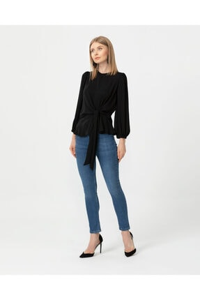 Seçil Kadın Siyah Bağlama Detaylı Bluz