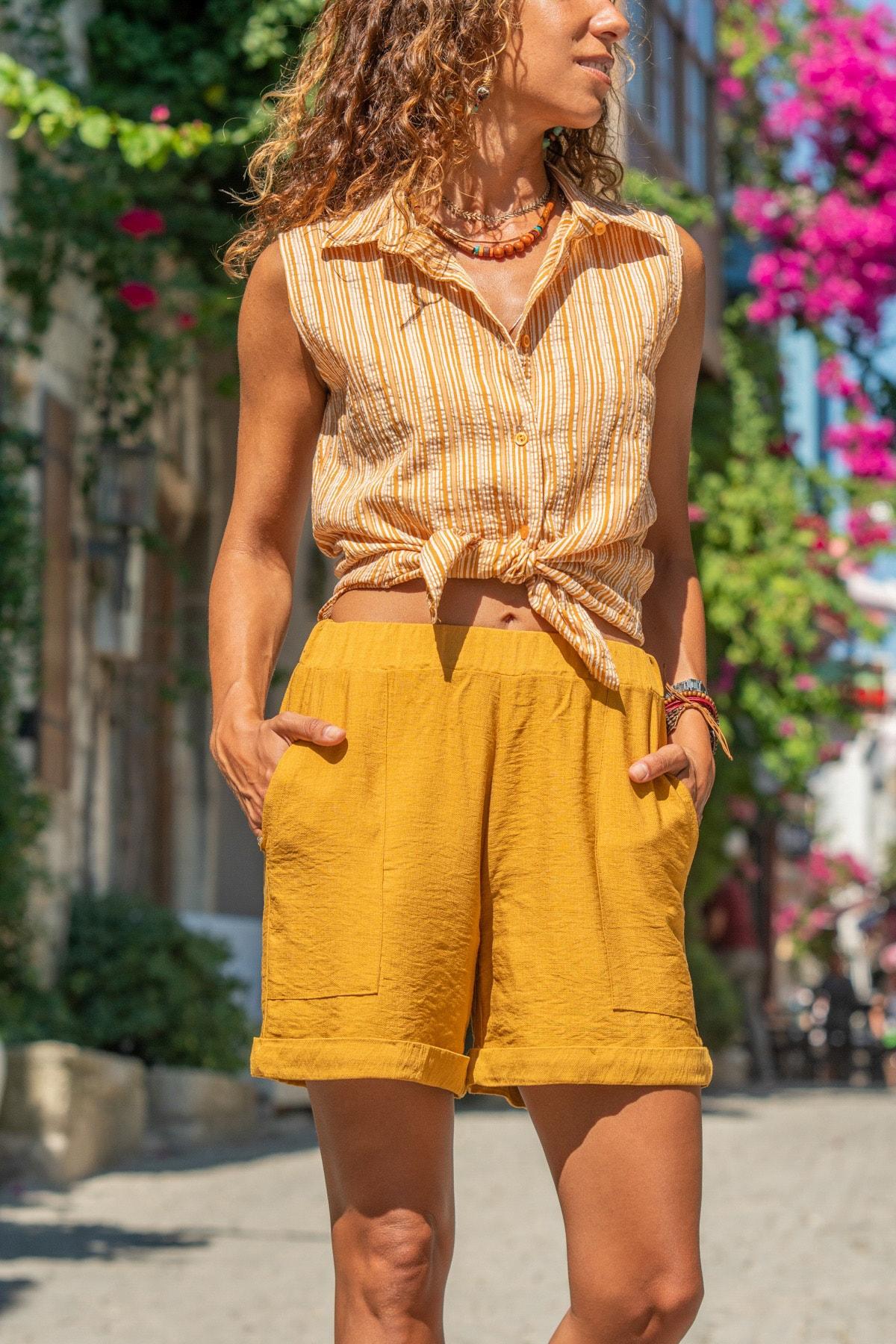 Güneşkızı Kadın Hardal Kolsuz Özel Dokulu Çizgili Gömlek GK-BST2878C
