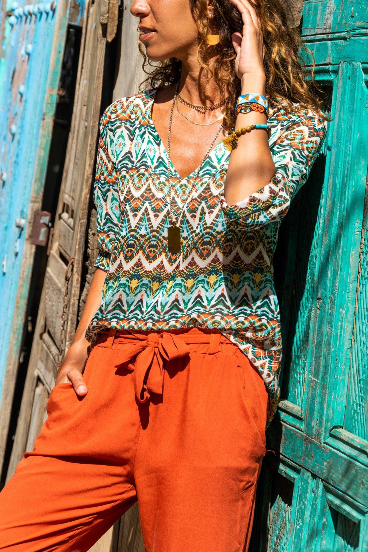 Güneşkızı Kadın Yeşil V Yaka Etnik Desenli Bluz GK-BST2875