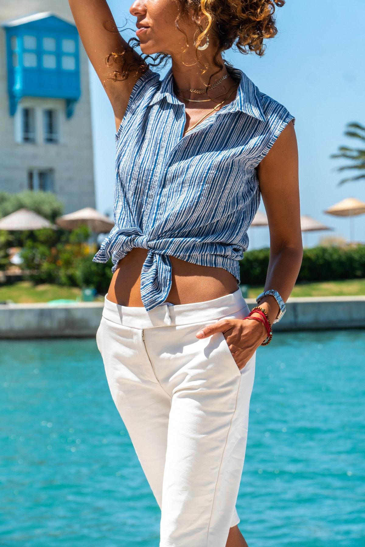 Güneşkızı Kadın Mavi Kolsuz Özel Dokulu Çizgili Gömlek GK-BST2878C