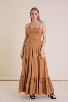 Gizia Sırt Aksesuar Detaylı Tütün Rengi Askılı Uzun Elbise