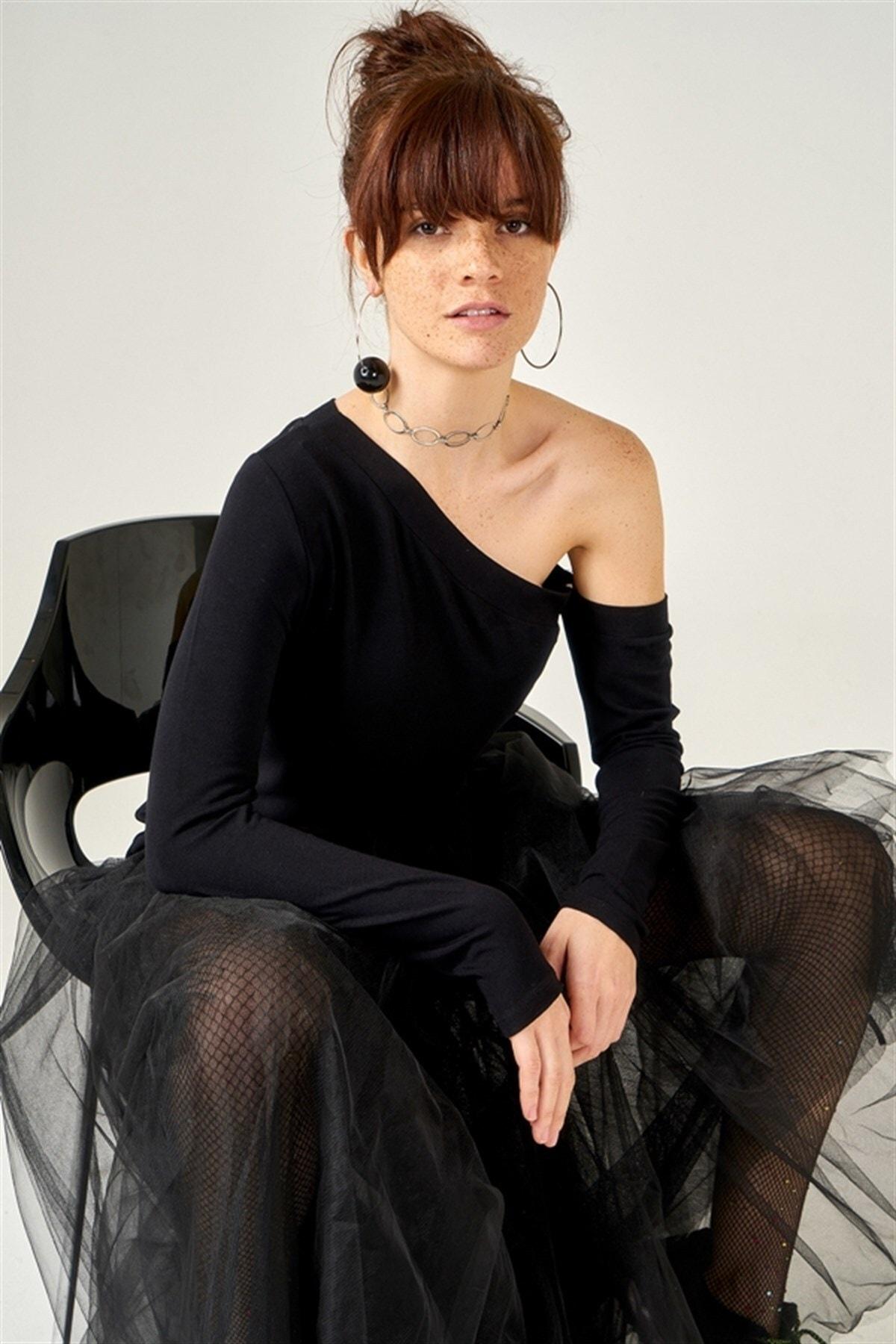 Boutiquen Kadın Siyah Tek Omuzu Açık Bluz 11055