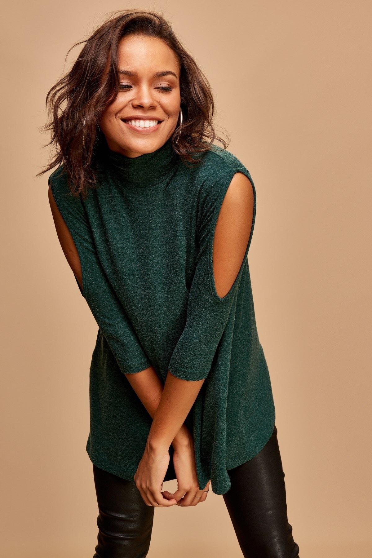 Boutiquen Kadın Yeşil Omuzları Açık Balıkçı Yaka Bluz 2181