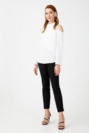 Moda İlgi Kadın Ekru Dika Yaka Broşlu Omuzu Açık Bluz
