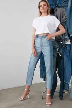 TrendyolMilla Açık Mavi Bloklu Yüksek Bel Mom Jeans TWOSS20JE0080