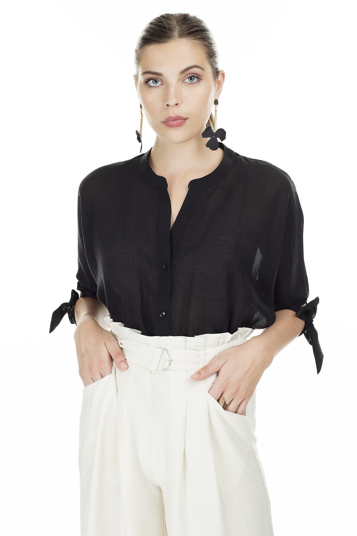 Ayhan Siyah V Yaka Bağlama Detaylı Bluz Kadın Bluz 04681399