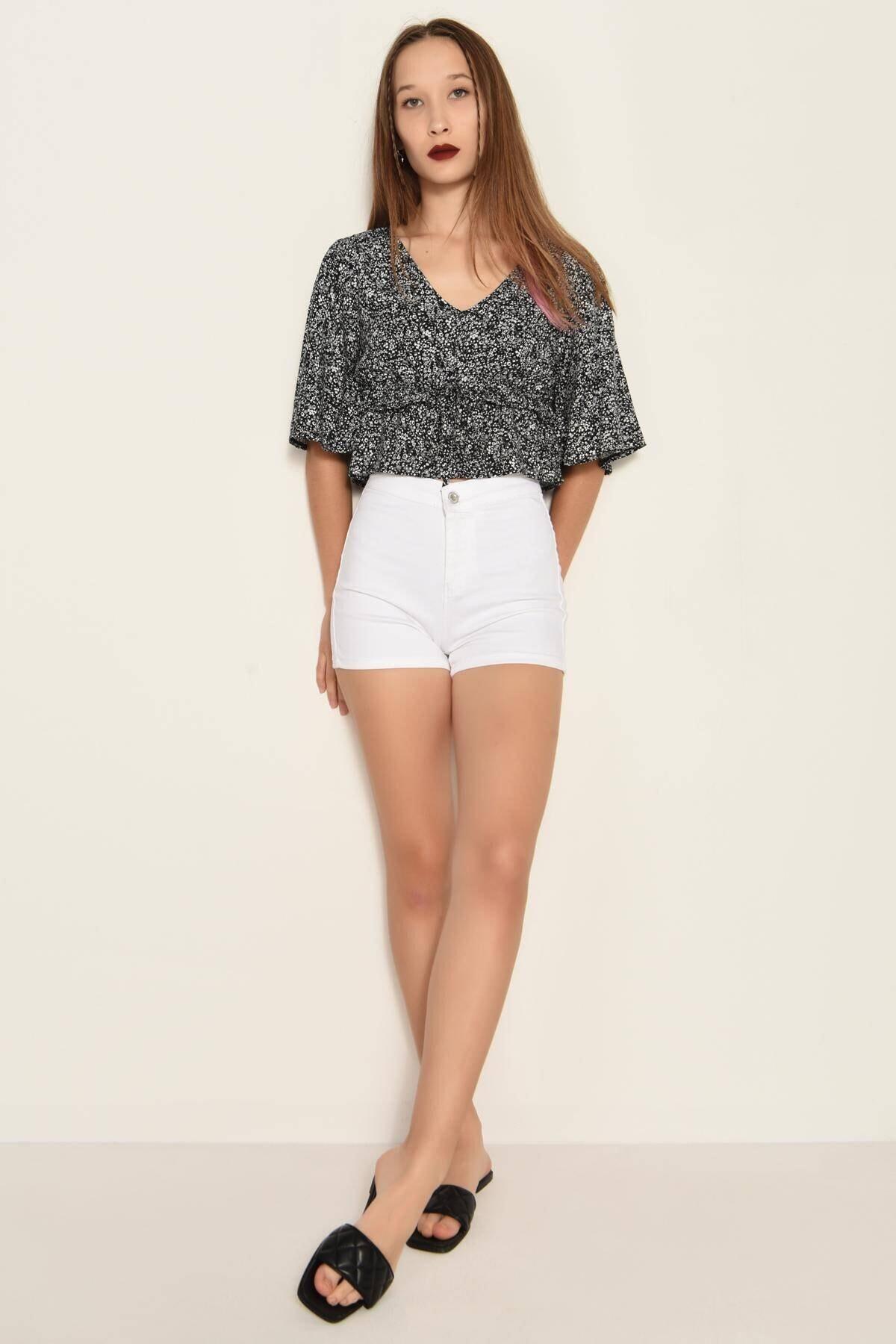 Addax Kadın Siyah-Beyaz Desenli V Yaka Bluz B8037 - F1 ADX-0000022740