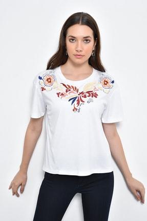 Hanna's Kadın Beyaz Kısa Kollu Önü Nakışlı T-shirt HN2237