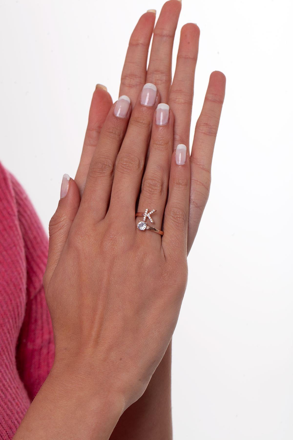 Ninova Silver Kadın Ayarlanabilir Gümüş Tek Taş ve K Harfi Yüzük NNVSLVR03271