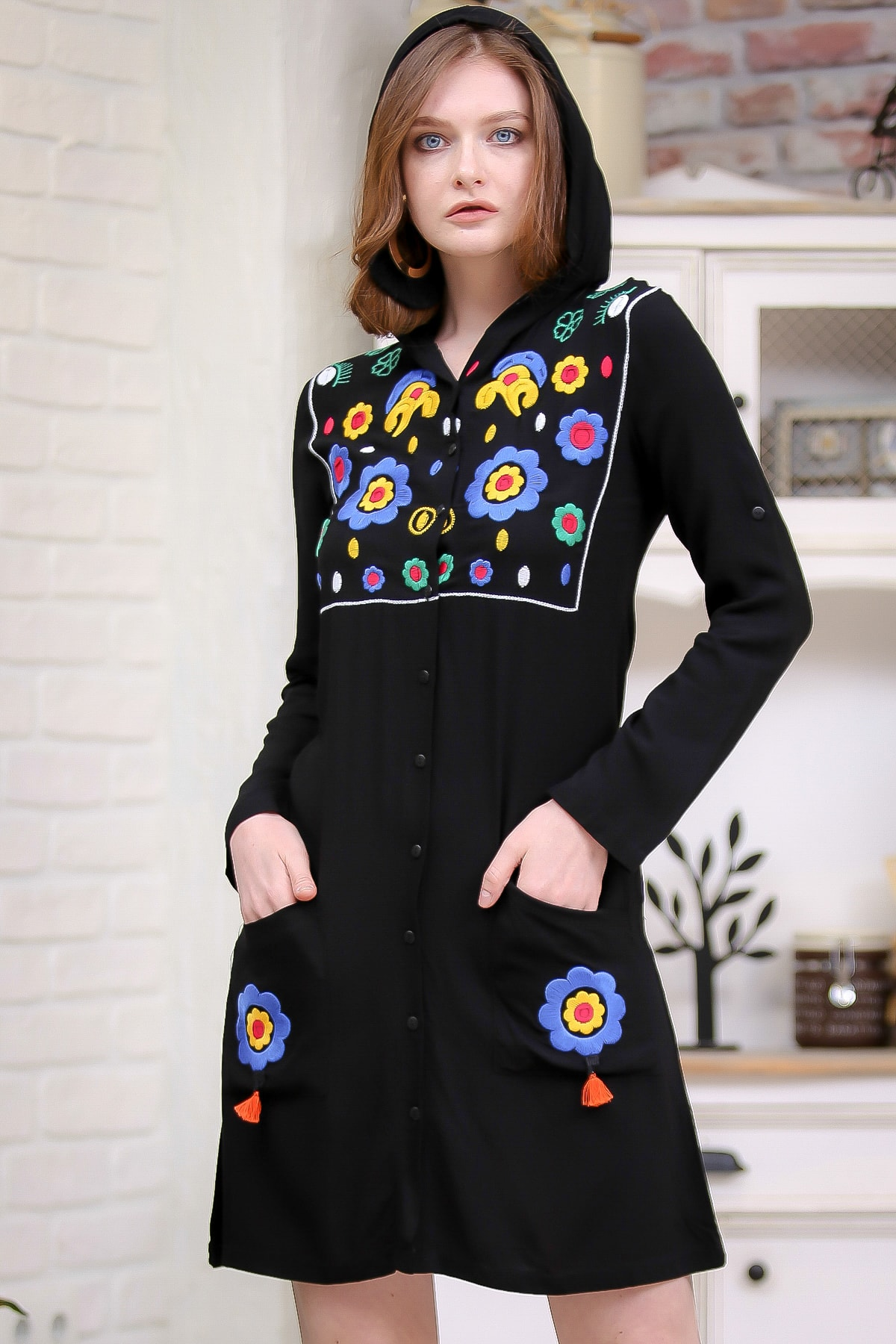 Chiccy Kadın Siyah Bohem Kapüşonlu Robası Dev Papatya Nakışlı Cep Detaylı Dokuma Elbise  M10160000EL97272